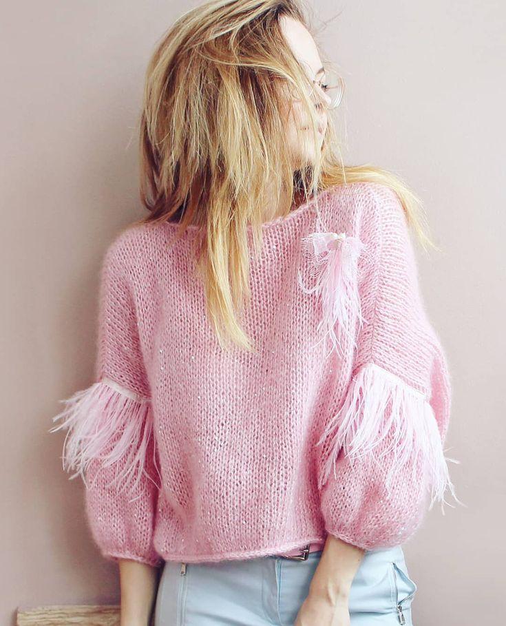 """806 Likes, 7 Comments - ВЯЗАНАЯ ОДЕЖДА KNITTED CLOTHES (@bogdanovich_kseniya_knits) on Instagram: """"Когда уже можно будет скинуть всю верхнюю одежду и выгулять все свитера и кардиганы?  . .…"""""""