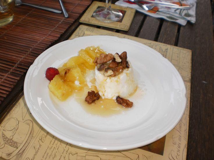 Zelfgemaakte yoghurt met walnoten, honing en ananas @Retour à la Source