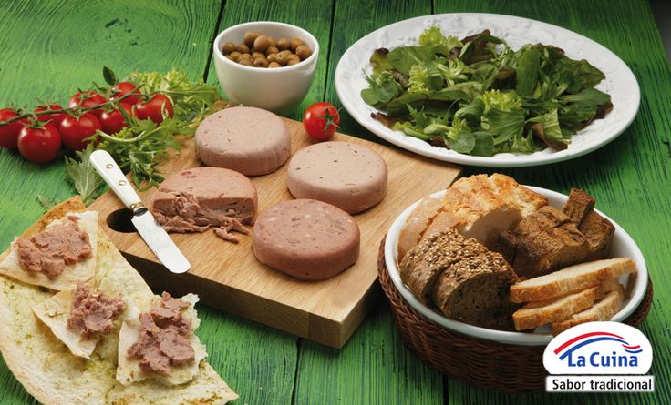 Hoy es el #DíaDeLosAlimentos y lo vamos a celebrar con amigos. Una tabla de patés variados de #LaCuina para el aperitivo nunca fallan. Hazte con un pan artesano y ¡a disfrutar! #IdeasGourmet