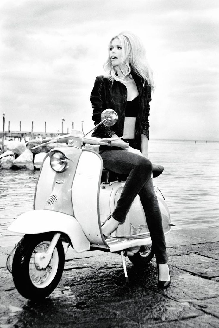 Claudia Schiffer for Guess 30th Anniversary. Photographed by Ellen Von Unwerth.