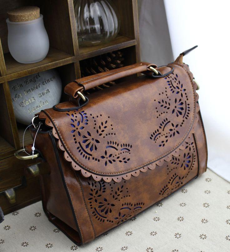 Pour les amoureuses du vintage et rétro, les sacs et besaces de Starvoc sont à retrouver sur notre site officiel: www.starvoc.com