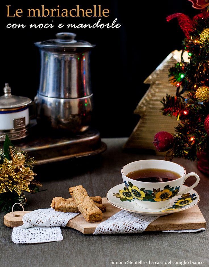 Un dolcetto tradizionale natalizio a base di olio extravergine di oliva, frutta secca e vino | Traditional Christmas cookies with walnuts and almonds with olive oil | La casa del coniglio bianco