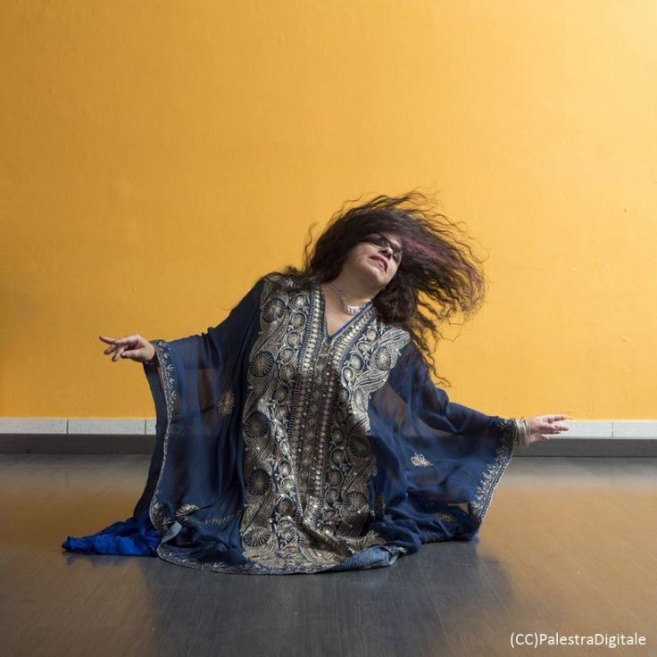 """Avremo l'onore di avere come ospite la maestra delle maestre Jamila Zaki ! Jamila non ha bisogno di presentazioni, tutte le più grandi insegnanti e danzatrici sono state sue allieve e da anni contribuisce alla diffusione e l'approfondimento della #Danza Orientale in tutti i suoi aspetti, nonchè della musica e della cultura Araba. Ci donerà la sua danza e siamo felicissime di averla al nostro spettacolo di fine anno! Non perdetevela! """"TRIDIMENSIONI"""" DOMENICA 19 GIUGNO ORE 20.00 Teatro…"""