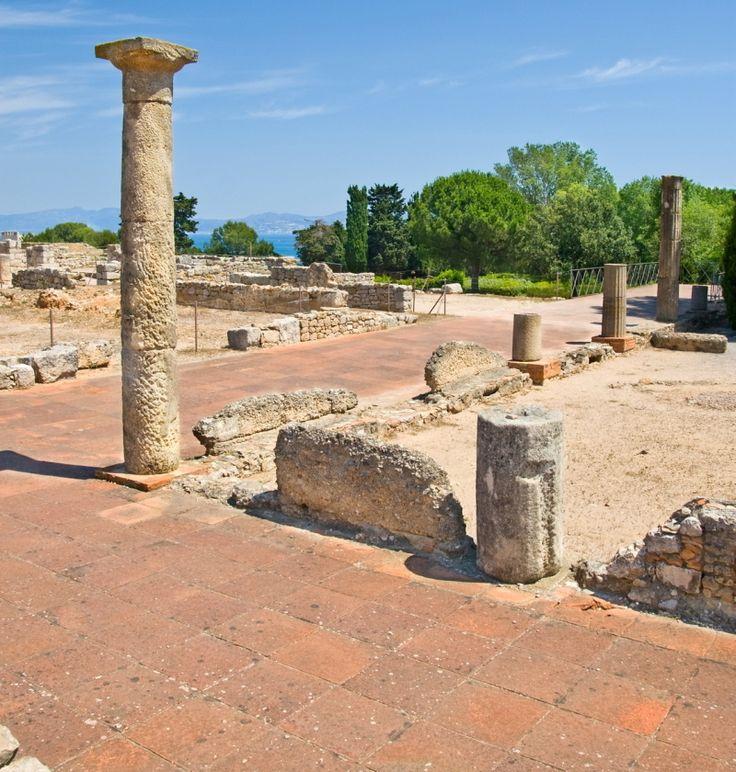 Las ruinas de #Empúries, en la #CostaBrava, se cree que fue la primera colonia griega de la península. El pueblito de Sant Martí d'Empúries se encuentra cercano a las ruinas separado por playas. http://www.viajarabarcelona.org/ciudades-cercanas/costa-brava/ #viajar #turismo #Catalunya
