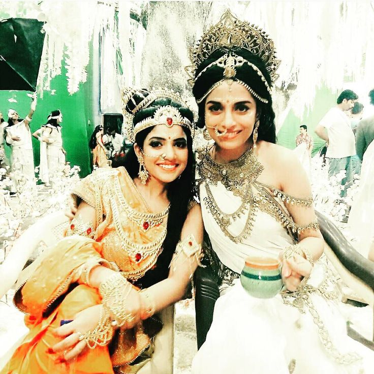 Good morning with these offscreen pics of @poojabsharma from Mahakaali sets 😍😍😍 #mahakaali #parvati #poojasharma    Pics by @hemanyverma thanks for sharing ma'am 🙏