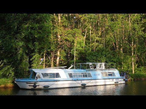 http://www.beaux-bateaux.com/property/vente-bateau-vulcain-seine-particulier/ Coque en Acier bleu 80 CV diesel 15.00 m Propulseur d'étrave, VHF, guindeau, indicateur d'angle, sondeur, TE090, chargeur, bâche fermée.  Aménagements intérieurs  2 cabines avec 2 lits doubles + 2 couchettes, WC, cuisine aménagée, toilette, douche.  Chauffage air pulsé, TV  Grande terrasse  Informations complémentaires  Possibilité d'installer une voiture sur la plage AR.  Bateau habitable à l'année.