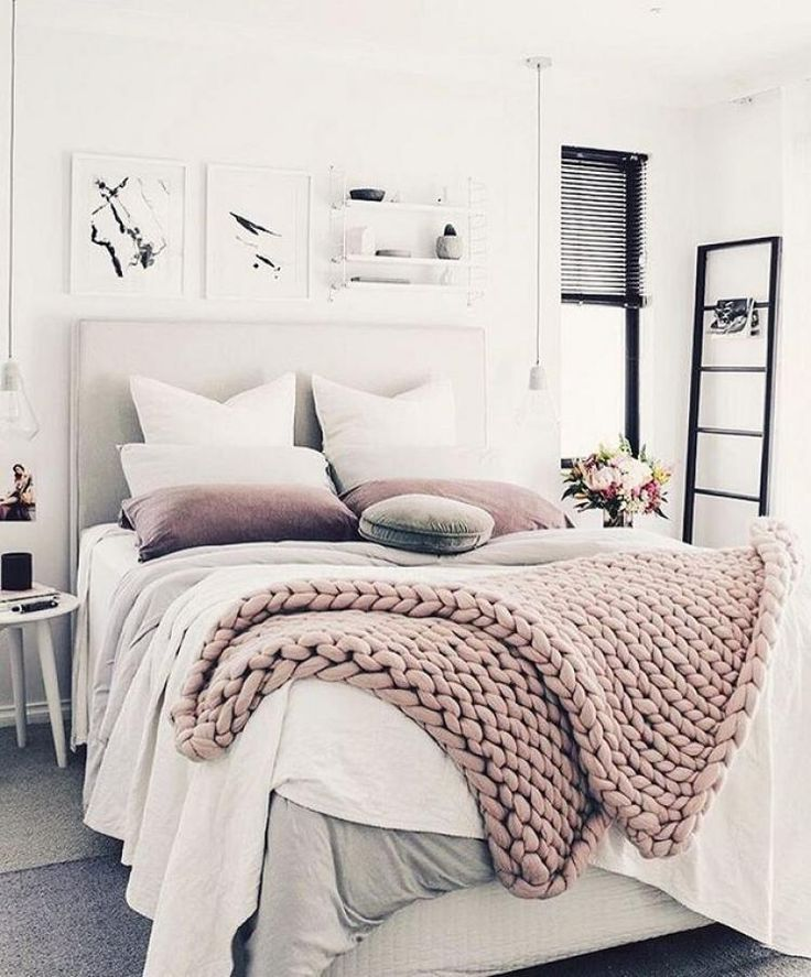 27 Minimalist Bedroom Ideas To Inspire You To Declutter: Brilliant Minimalist Bedroom Ideas With Black And White