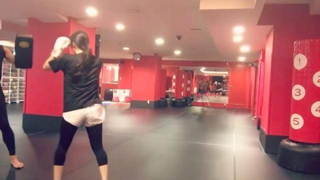 WEBSTA @ tatsuhiko.aono - あわじー(淡路)とあおじー(青爺)のミット🥊って誰が爺やねん😒#kickboxing #キックボクシング #キックボクシング女子 #フロント #淡路優花 #fitness #フィットネス #trainer #トレーナー#青野達彦 #diet #ダイエット#bodymake #ボディメイク#美脚 #美尻 #くびれ作り #model #モデル #ストレス解消 #shapit #シェイピット#馬車道 #関内 #横浜
