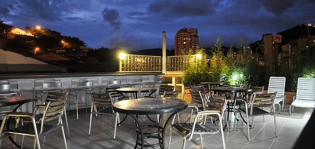 Nuestra terraza, un espacio descubierto que es un elemento diferenciador del estilo suburbano tiene una conexión privilegiada con el aire libre.