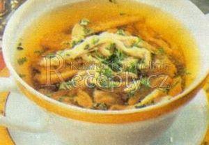 Polévka s játrovými nudlemi