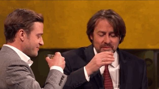 Justin Timberlake Takes 5 Shots Of Tequila In Under 10 Minutes on The Jonathan Ross Show...hilarious!