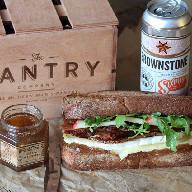 On the hunt for the perfect #groomsmen gift? Enter to win an artisan food box from Mantry in our #giveaway!