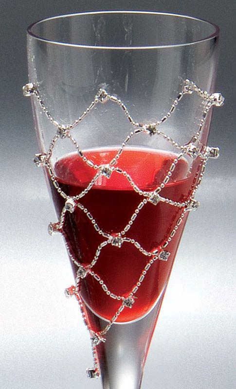 KAΡΑΦΕΣ ΠΟΤΗΡΙΑ Florens Σετ γάμου Σετ τριών ποτηριών και καράφα ιταλικής καταγωγής από κρύσταλλο υψηλής ποιότητας, με λαμπερές λεπτομέρειες.  Ένα σύνολο σαν κόσμημα.