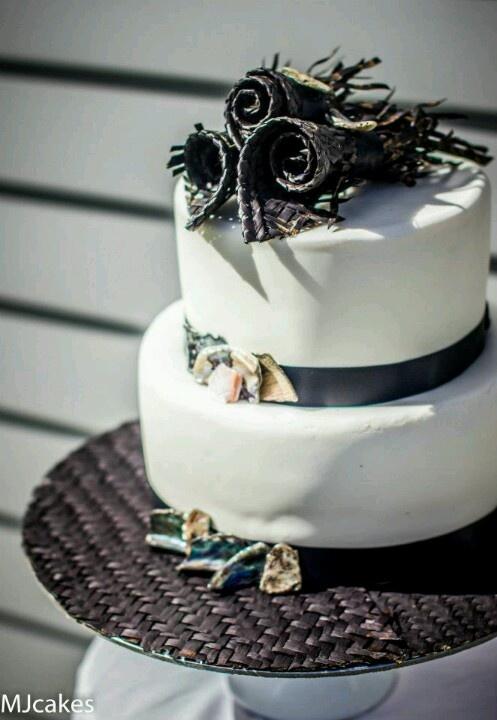 Paua and harakeke (polished abalone shell and woven flax) wedding cake