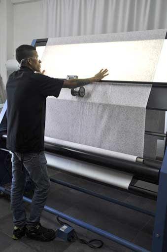 Fábrica Casa Mineira, sala de controle de qualidade. A Casa Mineira possui fábrica própria de colchas, cortinas, almofadas personalizadas.