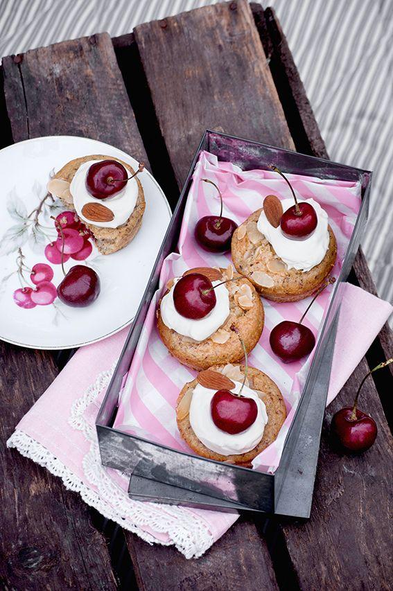 Heute zu Gast bei monsieurmuffin: Frau Herzblut mit dieser unglaublichen Crème brûlée Torte und sie hat für euch ein Buch zum Verlosen mitgebracht!