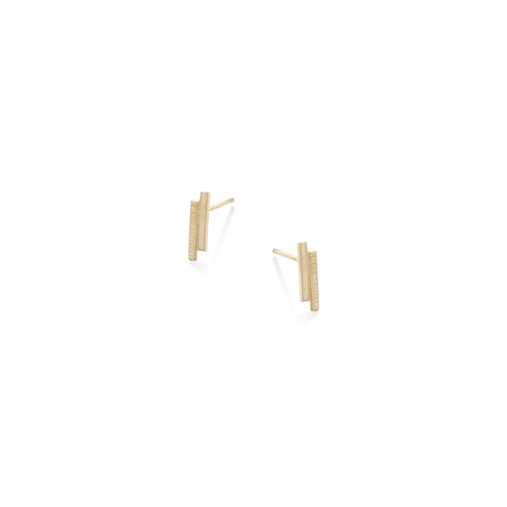 Buy the Textured Bar Stud Earrings at Oliver Bonas. Enjoy free worldwide standard delivery for orders over £50.