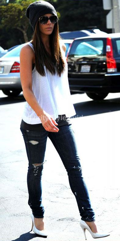 Kate Beckinsale Style and Fashion - Current/Elliott Skinny Jean in Loved Destroyed on Celebrity Style Guide