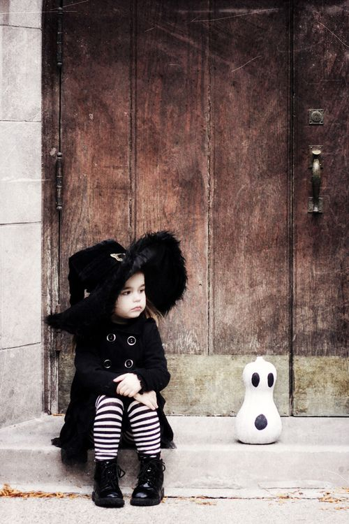Cute little witch!! A must have picture if you're dressing up your little girl as a witch