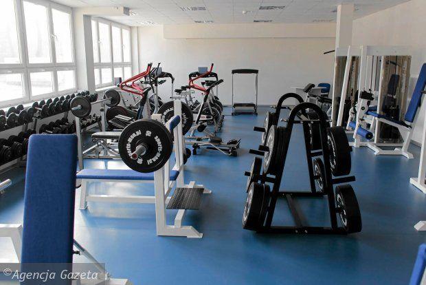 Wielofunkcyjna sala gimnastyczna, sala fitness oraz pomieszczenie, w którym niepełnosprawni studenci mogą uczyć się pokonywania barier architektonicznych czy tańca na wózkach - Śląski Uniwersytet Medyczny ma nowe centrum sportowe.