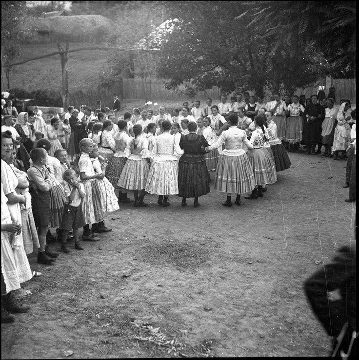 Körtánc 1940 - Kútvölgy - Hungary