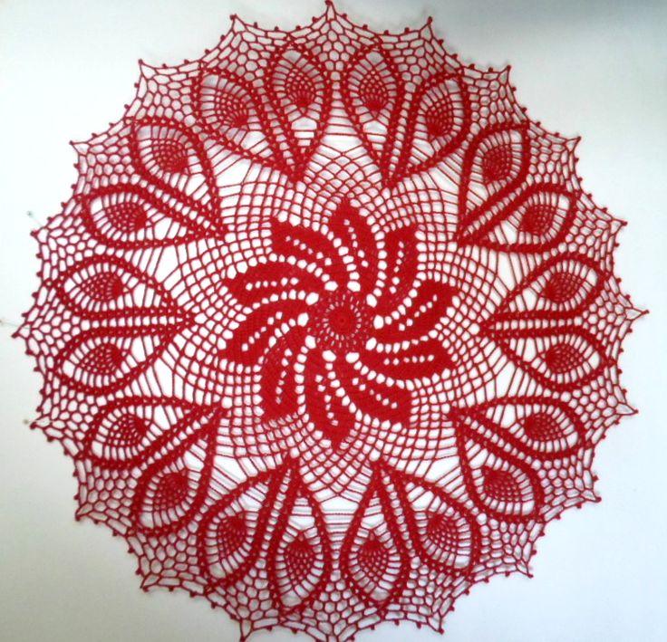 Centro de mesa que tejí en hilo 28/2 color rojo italiano puesto triple y crochet N°2. Mide 63 cm. de diámetro. Pinwheels crochet centerpiece.
