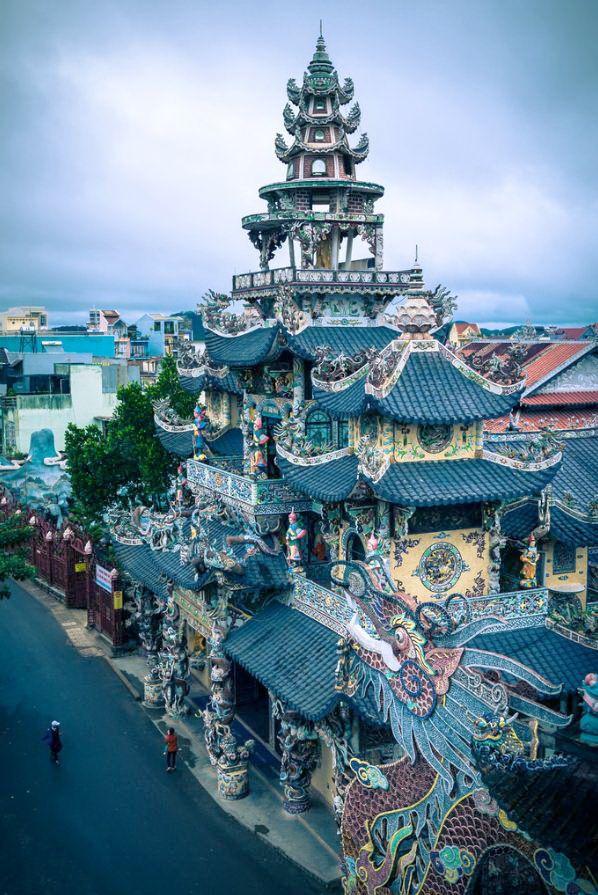 Linh Phuoc Pagoda, Da Lat / Vietnam (by Lar).
