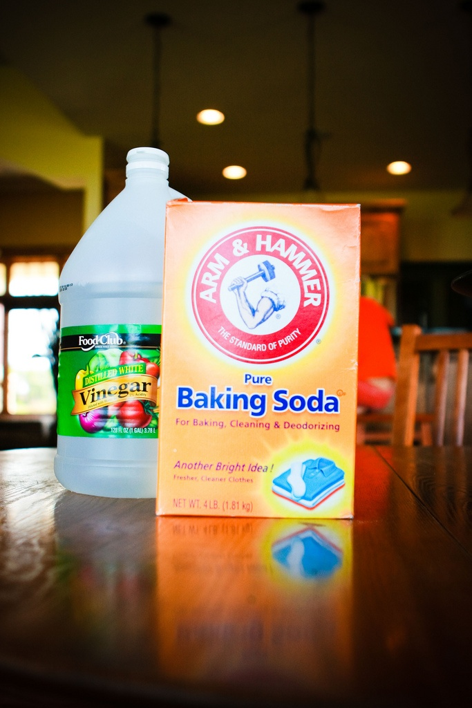 how to clean bathtub baking soda