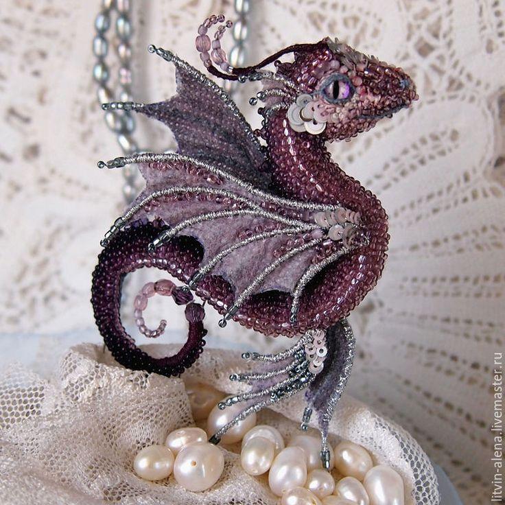 Alyona Litvin--  http://www.livemaster.ru/item/16141965-ukrasheniya-brosh-drakon-majya-brosh-biser          Купить Брошь дракон Морская бабочка. Брошь бисер. Вышитый дракончик - брошь, брошка