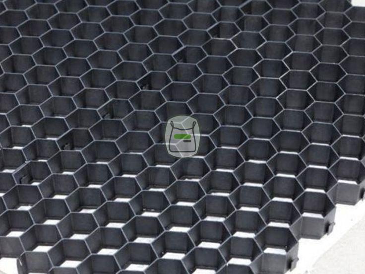 Splitplaten zwart voor oprit   siergrindwinkel.nl Met het gebruik van deze Gravelpro splitplaten, grindplaten grindmatten wordt van grind of split een stabieler oppervlak gemaakt.Zo wordt deze goed begaanbaar, te voet, met de fiets, kinderwagen en rolstoel.
