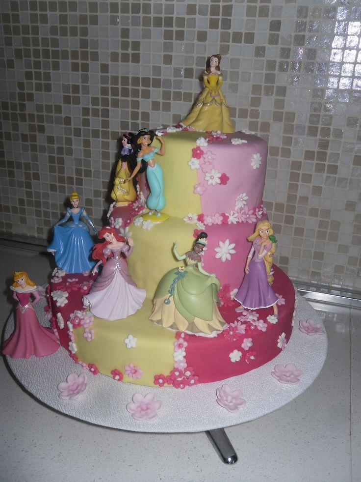Disney princess birthday cake for girls pink and yellow - torta di compleanno bambina principesse disney gialla e rosa #cakedesign