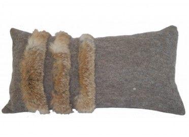 Coussin gris en feutre de laine et fourrure Meije Cosy&Chic Sirac chez www.ksl-living.fr