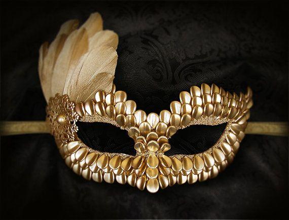 Máscara de la mascarada de oro con escamas de dragón y plumas - máscara veneciana oro metálico - Mardi Gras máscara de plumas de oro