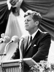 A Fragranze arriva la colonia di Kennedy. A Pitti il profumo amato da JFK in commercio.