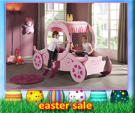 The Royal Princess Kate Carriage Bed will have your little girl feeling like a princess every night and drifting to lovely dreams each night. The carriage features a curtain, steps and wheels in a gorgeous pink colour