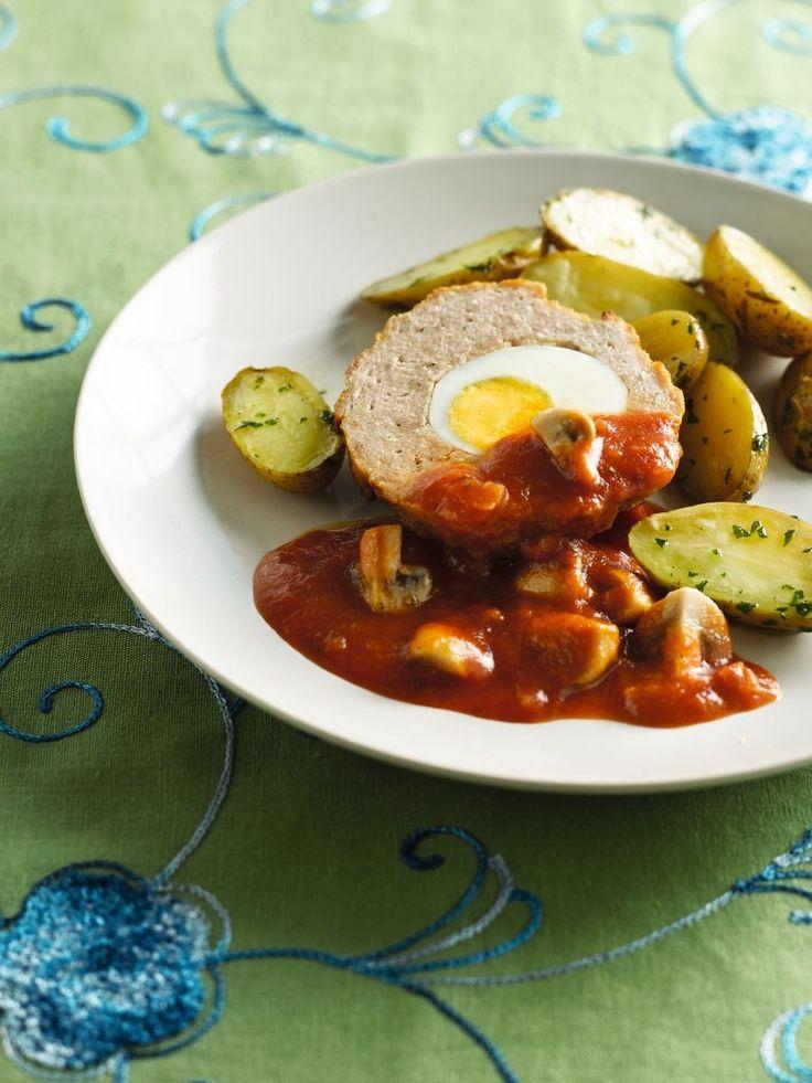 Bereiden:Kook de aardappelen gaar in licht gezouten water. Kook 4 eieren 10 minuten, tot ze hardgekookt zijn.