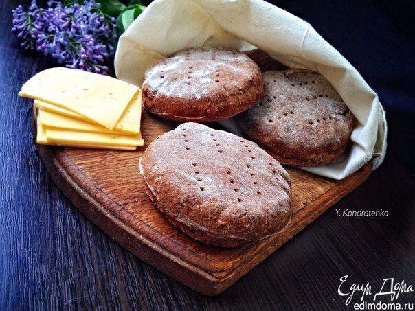 Бездрожжевые ржаные лепешки  http://www.edimdoma.ru/retsepty/74234-bezdrozhzhevye-rzhanye-lepeshki  Быстрый вариант домашней выпечки. Лепешки отлично подойдут в качестве основы для бутербродов.