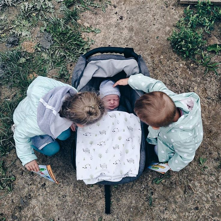 #nadzialce  #rodzicewsieci #siostry #ilovemylife #corki #sisterhood #daddylittlegirls #instamatki #instadziecko #wielodzietni #rodzina #jestembojestes #moments #newborn #parenting #naszemiejscenaziemi #childhood #autumn