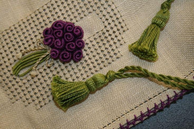 Casalguidi pouch using bullion stitch