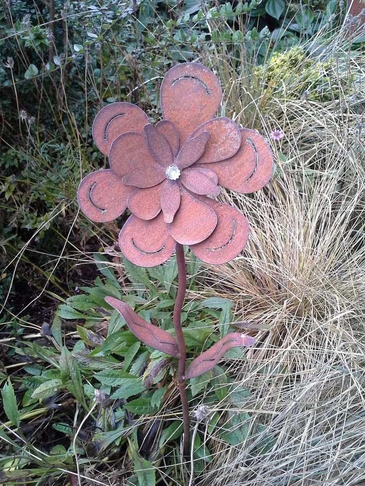 Rusted Sponge Flower For Your Garden   Metal   Garden Art Decor   Yard Art