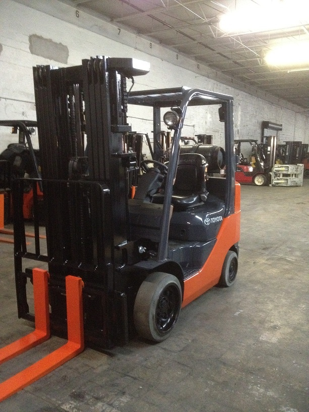 """Forklift for sale in Miami 2007 Model 8FGCU25 Mast 240"""" Quad, Lp Gas Ready to work $13,500"""