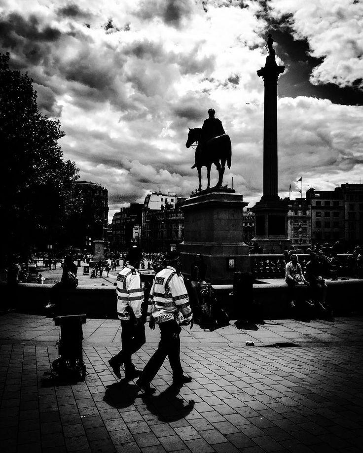 Quis custodiet ipsos custodes?  #london #londonart #londoncity #londonartgallery #blackandwhite #blackandwhitephotography #nycart #art #photography #trafalgarsquare #trafalgar