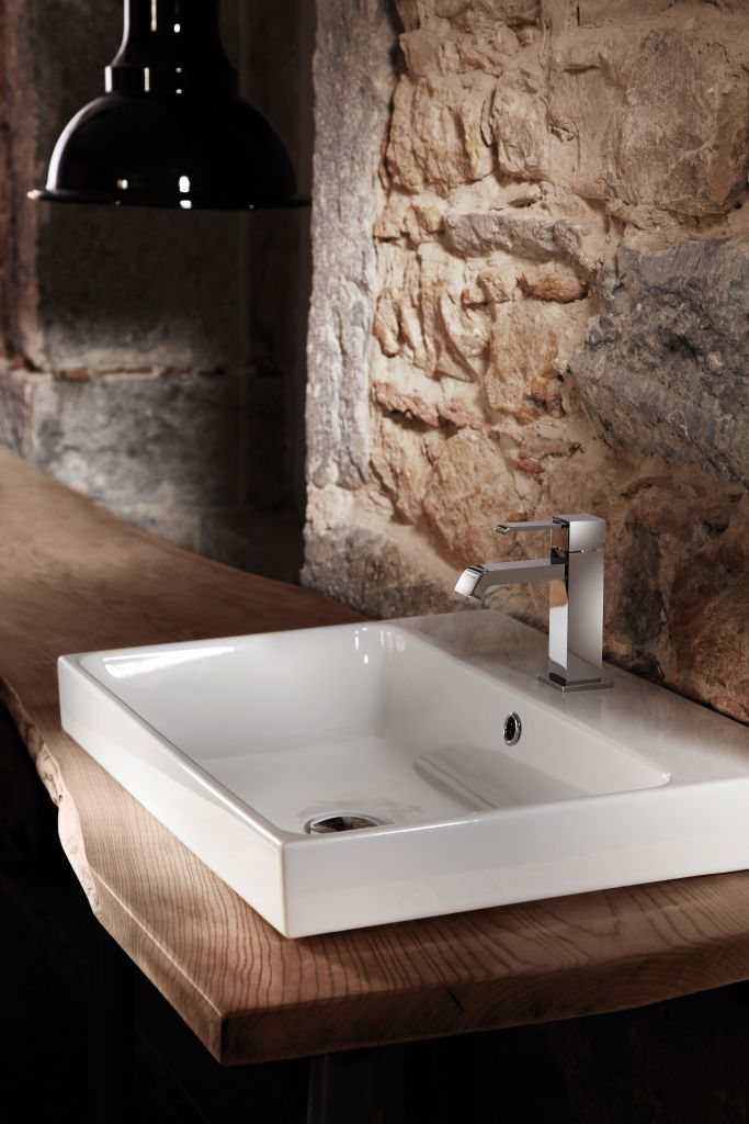 Lavabo à suspendre ou semi-encastré en céramique