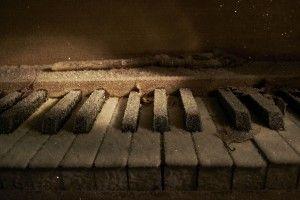 Som ett fruset piano - Yvonne Östman
