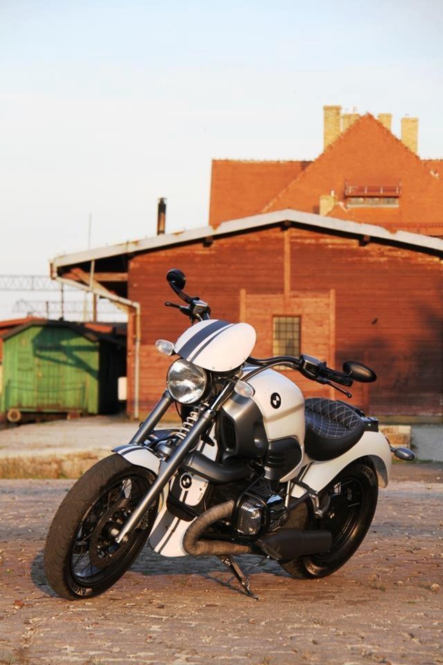 The impressive BMW R 1200 C of big time BMW Motorrad Fan Rafał. Photos by Lech Wangin.