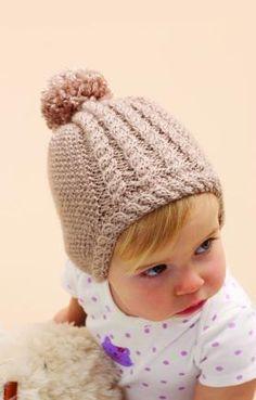 Очаровательная шапка спицами для малыша, выполненная из мягкой акриловой пряжи средней толщины. Для начала необходимо связать 2 ушка, далее вяжется...