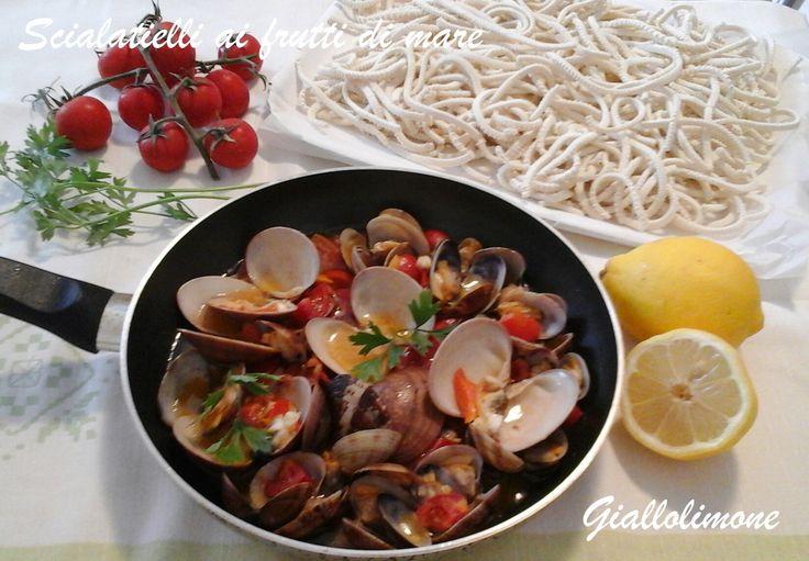 Gli scialatielli sono un formato di pasta fresca tipica di Amalfi, dove sono nati. In costiera amalfitana si preparano con un sughetto con i frutti di mare.