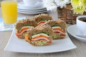 ¿Quieres mantener una dieta sana cuando te vas al trabajo?  Encontrarás algunas ideas en http://institutobienestar.wordpress.com/2014/12/04/tentempies-para-llevar/