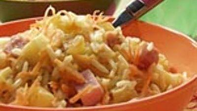 Kokosrijst met rozijntjes, appel en ham