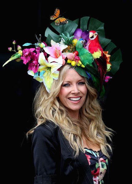 Flower and parrot hat:  Скачки Royal Ascot-2016: безумные шляпы, элегантные наряды и высокопоставленные…